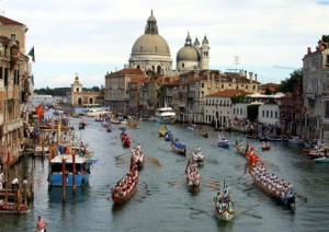 "Old boats participate at the annual ""Regata Strorica"", a race between old Venitian boats, on Venice's Grand Canal, 02 September 2001 . AFP PHOTO GABRIEL BOUYS"